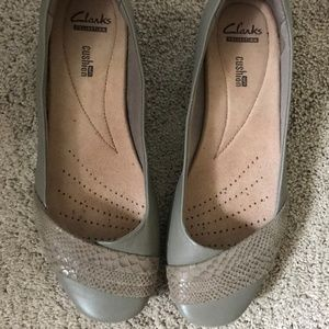 Size  8 Wide Flats by Clarks